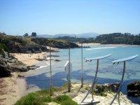 在Playa de Tapia冲浪