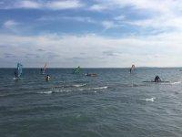 Alumnos de windsurf en Santa Pola