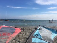 Vele da windsurf nella sabbia