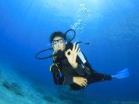 Inmersión del curso de buceo