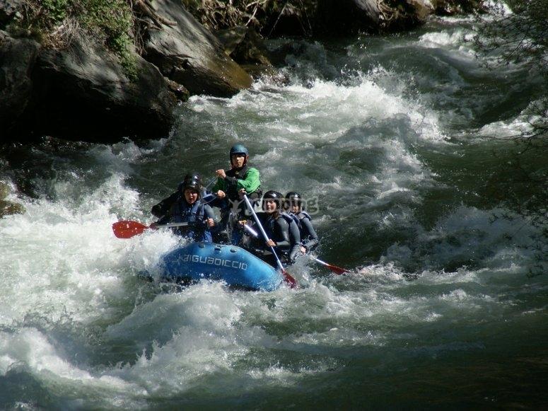 Rafting aguas bravas en el rio Noguera