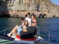 Tumbado a bordo con la familia