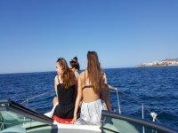 Tomando el sol en el barco