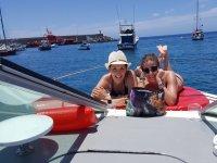 Chicas en la cubierta