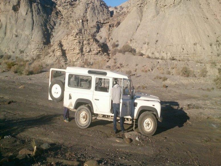 Parada en el desierto con el todoterreno