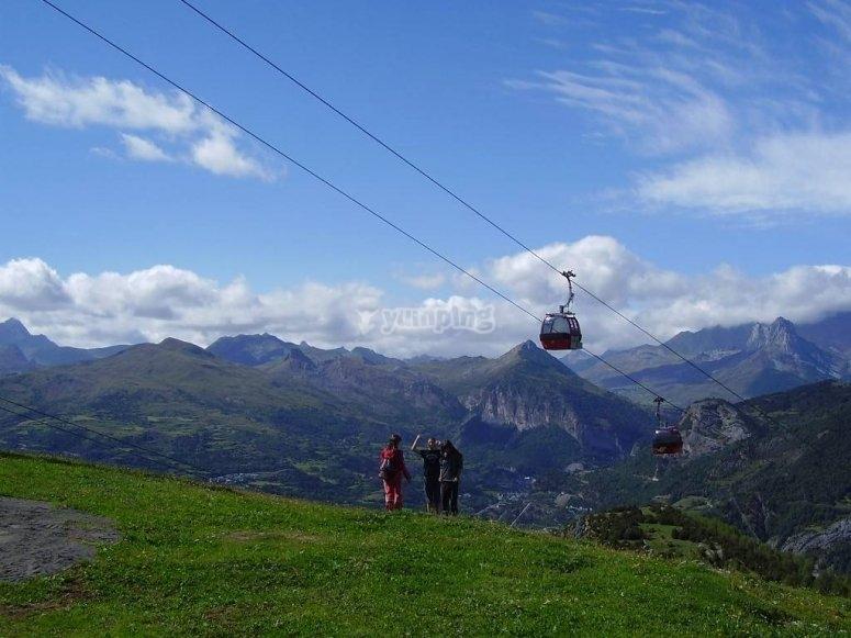 /tb_actividades-de-verano-en-las-estaciones-de-esqui-panticosa-telecabina.jpg