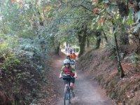 Saliendo del sendero en bicicleta