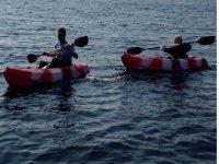 padre e hijo en kayaks