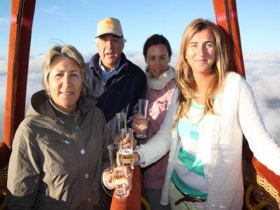 Itinerario in mongolfiera sui vigneti della Rioja, toast e pranzo