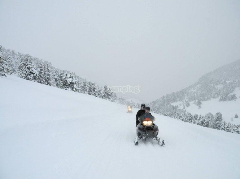 Sesion en moto de nieve