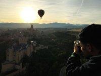 塞哥维亚从气球中的演唱会在起飞