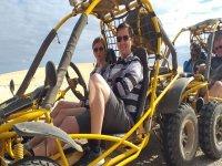 Ruta por la arena en buggie
