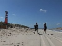 dos personas en nuestra playa