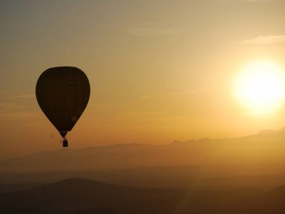 Ride on a balloon, Mallorca + photos+ cava