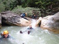 Flotando en el rio en Forcos