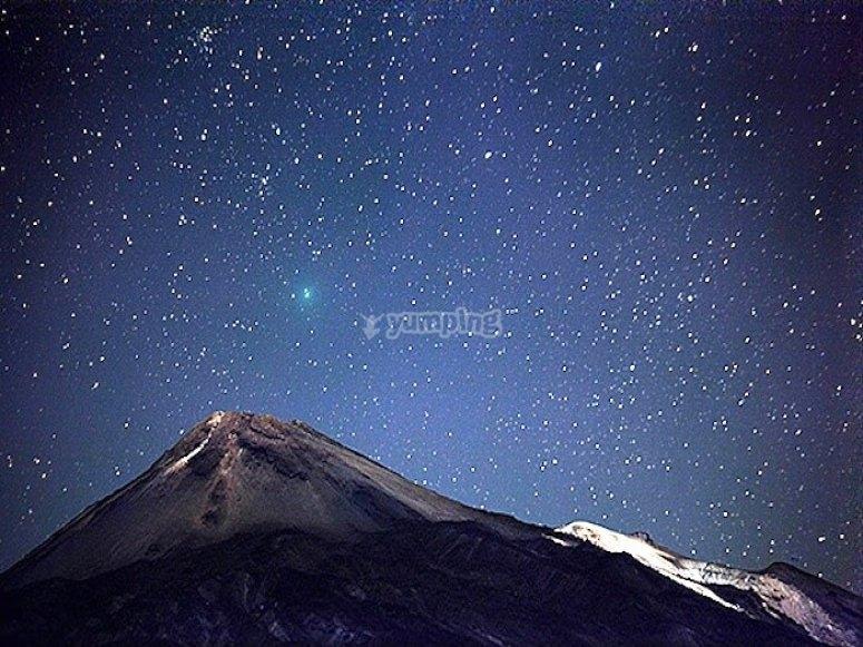 Cumbre del Teide con las estrellas de fondo