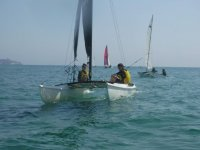 Dos alumnos navegando con autonomia
