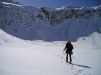 穿越多雪的地形雪鞋雪鞋