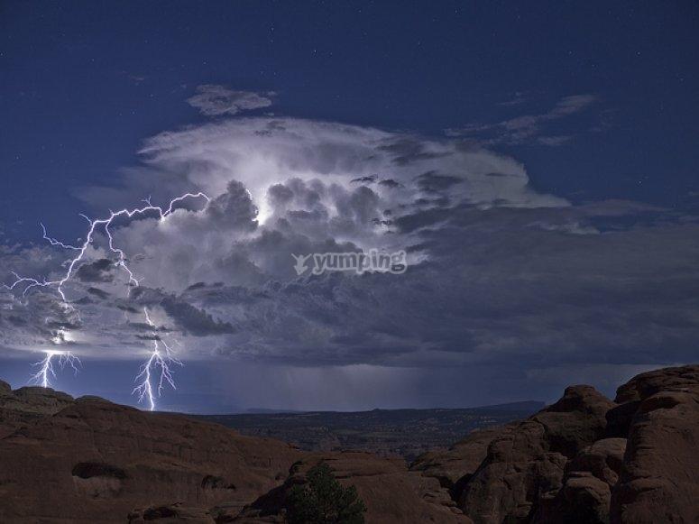 Tormenta eléctrica en el monte
