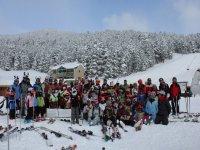 Los alumnos en la estacion de esqui