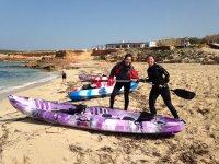 dos chicas con kayak