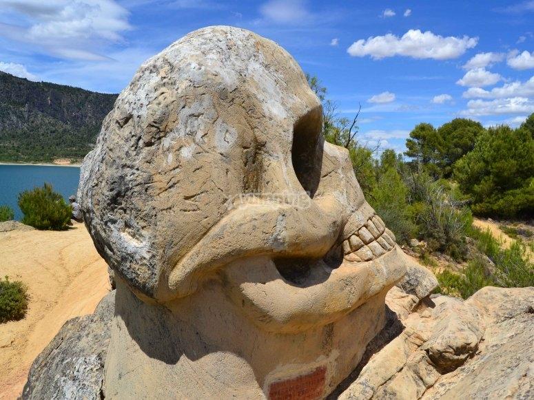 Escultura en la Ruta de las Caras