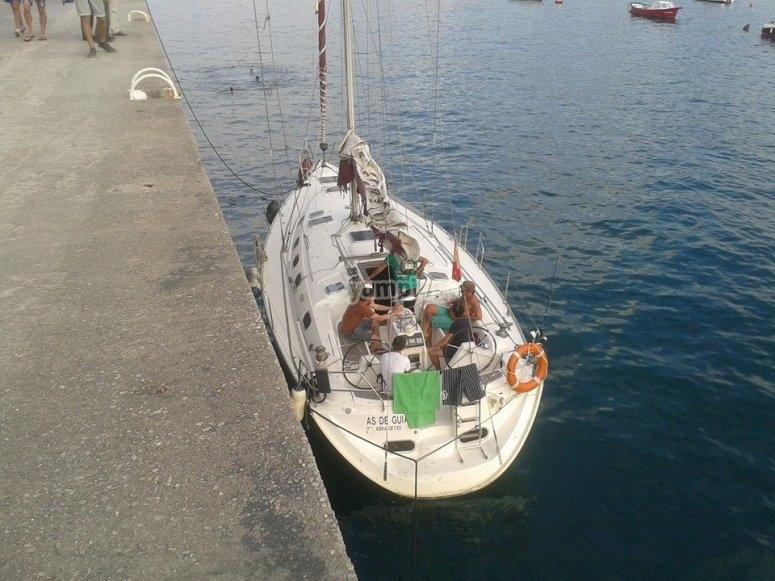 velero atracado