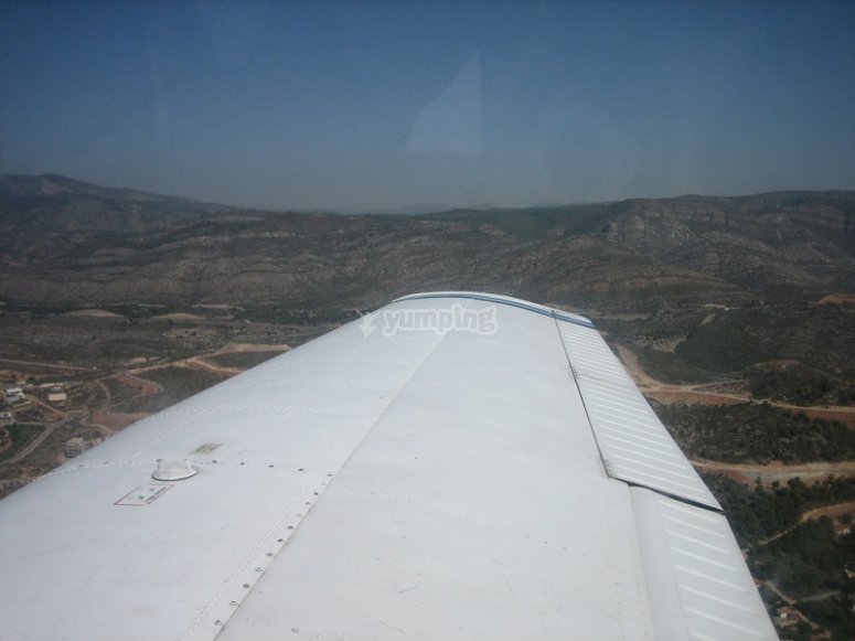 Observando el ala mientras volamos