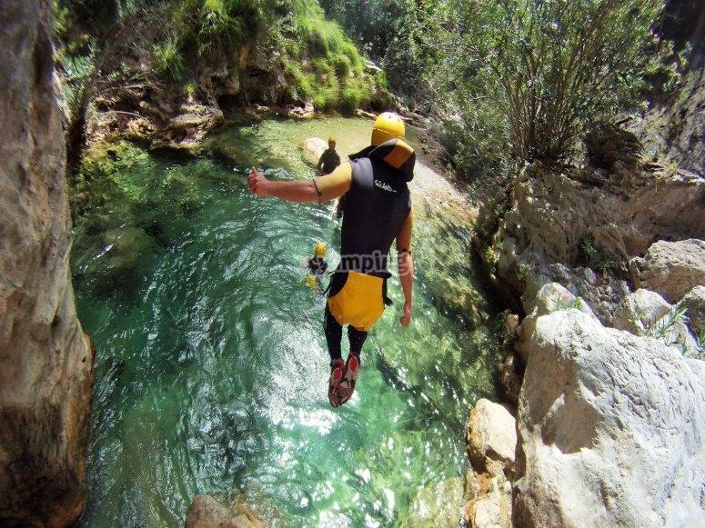 Salto barranco poza - Foto de barranquismorioverde.com