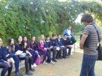 Alumnos del colegio Maria de la Iglesia en la ruta de los poemas de Sevilla