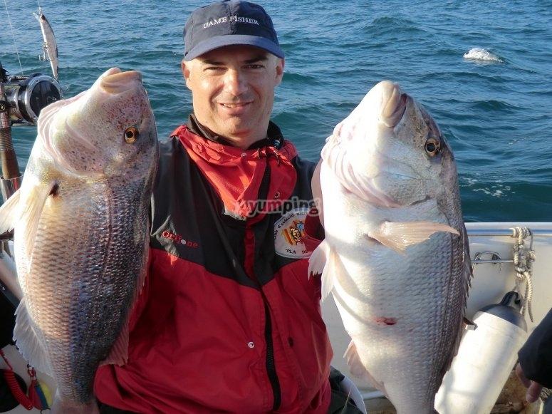 Salida de pesca con comida a bordo