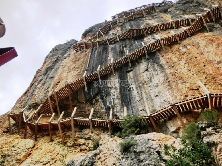 Escaleras de la Pasarela de Montfalcó