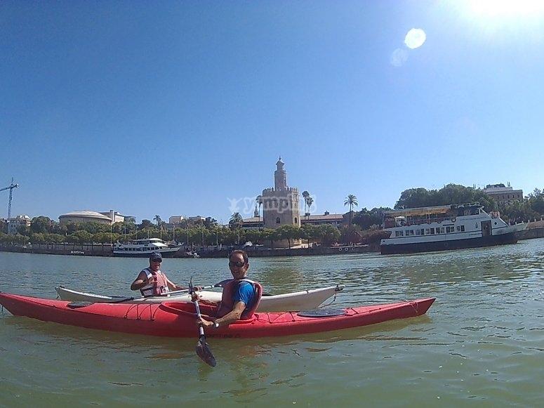 Vistas de la Torre del Oro desde el kayak