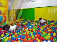 parque de bolas en dinopeppino
