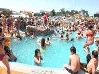 Todos ne la piscina