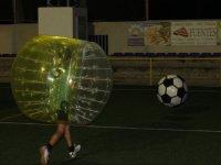 Corriendo hacia el balon gigante