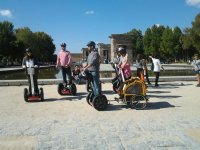 Grupo de segways en Madrid