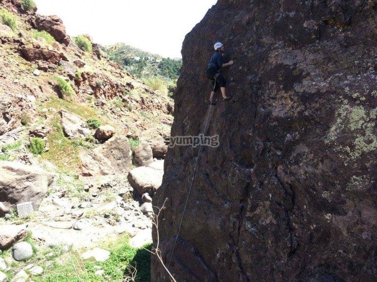 登上金丝雀山脉