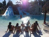 Tomando el sol en el parque acuatico en Cordoba