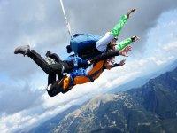 Oferta Salto paraca�das 3 personas min y v�deo o fotos