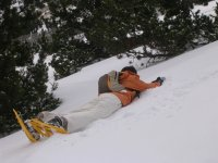 Tirado en la nieve