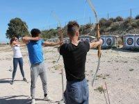 Probando el tiro con arco