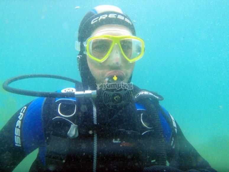 潜水的学生