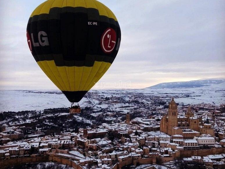 在塞戈维亚内华达的气球飞行