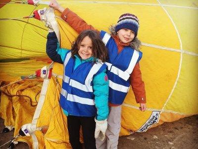 塞戈维亚报告和早午餐儿童气球飞行