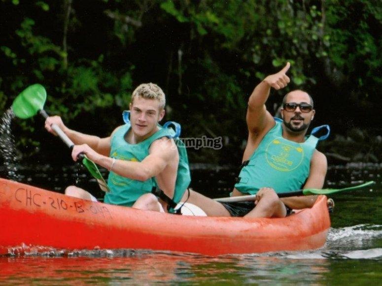 Disfrutando de un paseo en canoa por el Sella