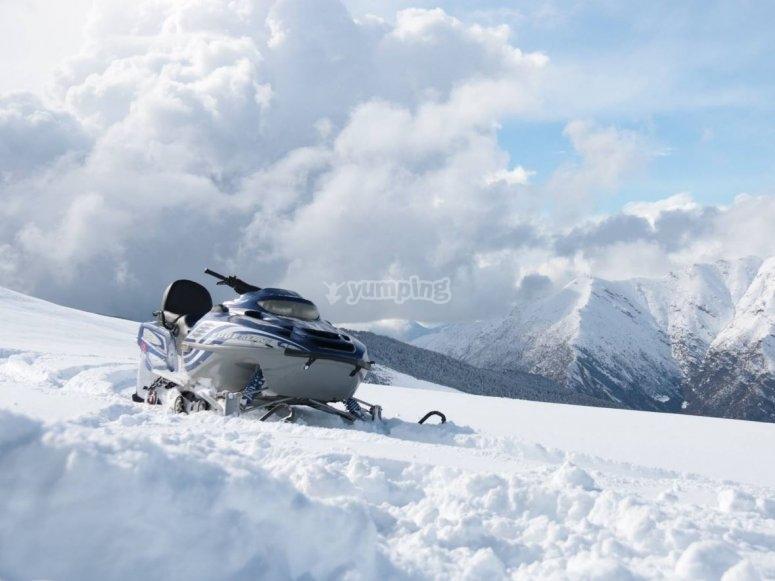 Moto de Nieve en lso alrededores de Baqueira y el Valle de Arán