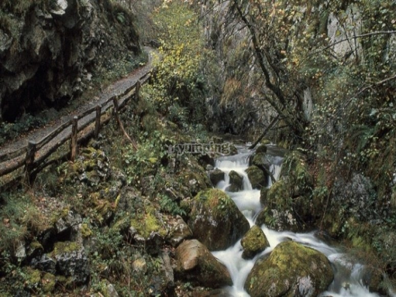 Ruta por el Desfiladero de Los Arrudos - Foto de Desnivel.com