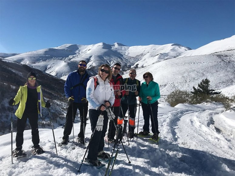 Raquetas de nieve con amigos