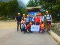 Grupo en el acceso a la ferrata de Ponotx